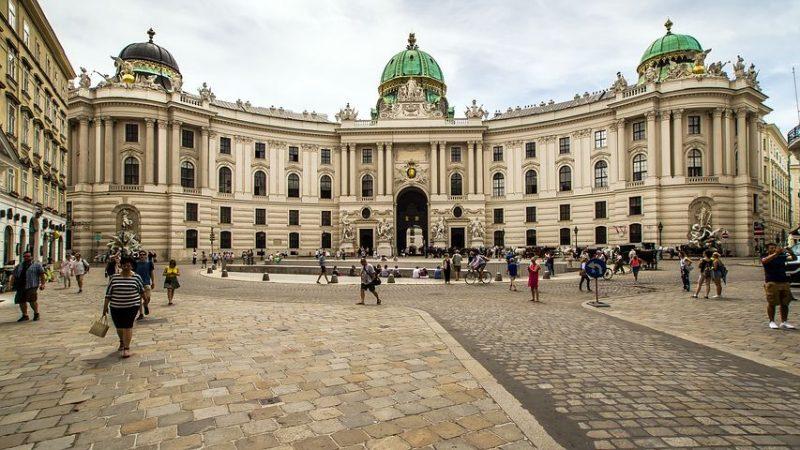 Plaza San Miguel - Entrada al Palacio Imperial