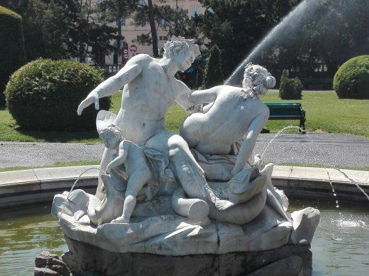 Fuente en Maria Theresien Platz