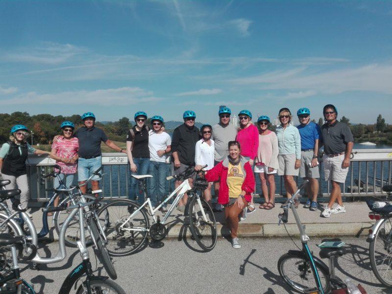 Radgruppe auf der Donauinsel